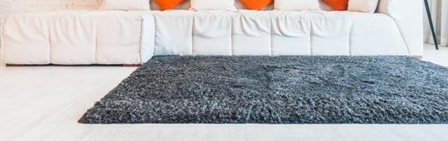 Vale a pena lavar tapetes na lavanderia?